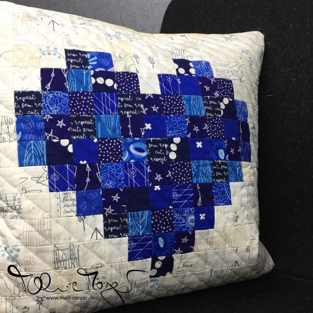 Pixelated Heart Pillow | mell-meyer.de